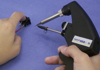 Allows you to perform both soldering and solder feeding actions with one hand