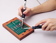 With a feeder pen, soldering can be performed with both hands