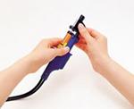 (2)將噴嘴拆卸器插入噴嘴盒。